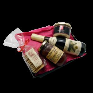 Corbeille cadeaux composée de vin et de produits sarthois