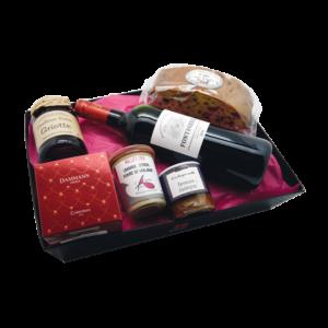 Coffret cadeaux composé d'une bouteille de vin rouge et de produits du terroir